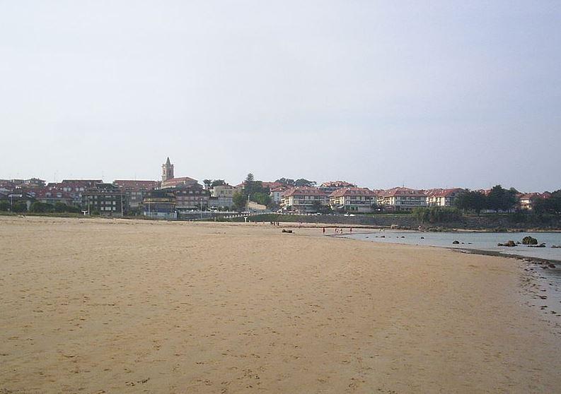 Vista_de_noja_desde_la_playa_de_tregandin_0
