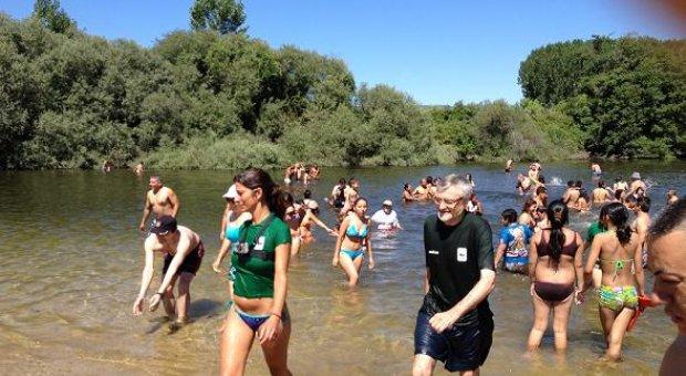 Cientos de personas participan en el big jump recordando - Banarse en madrid ...