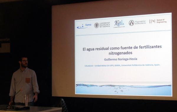 Guillermo Noriega (CALAGUA) explicando su estudio