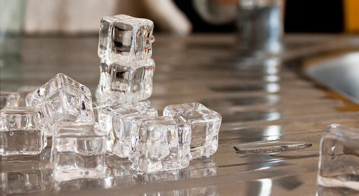 Masticar hielo: otra estúpida moda ser humano relacionada agua