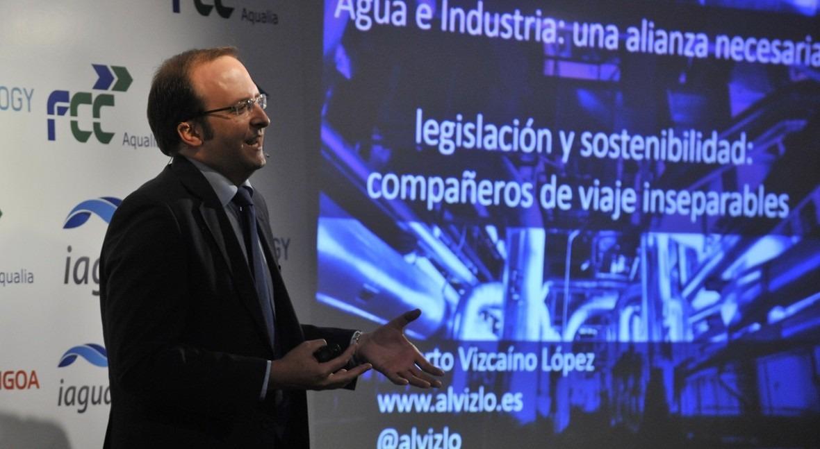 Alberto Vizcaíno durante su ponencia en el acto de presentación de iAgua Magazine 7