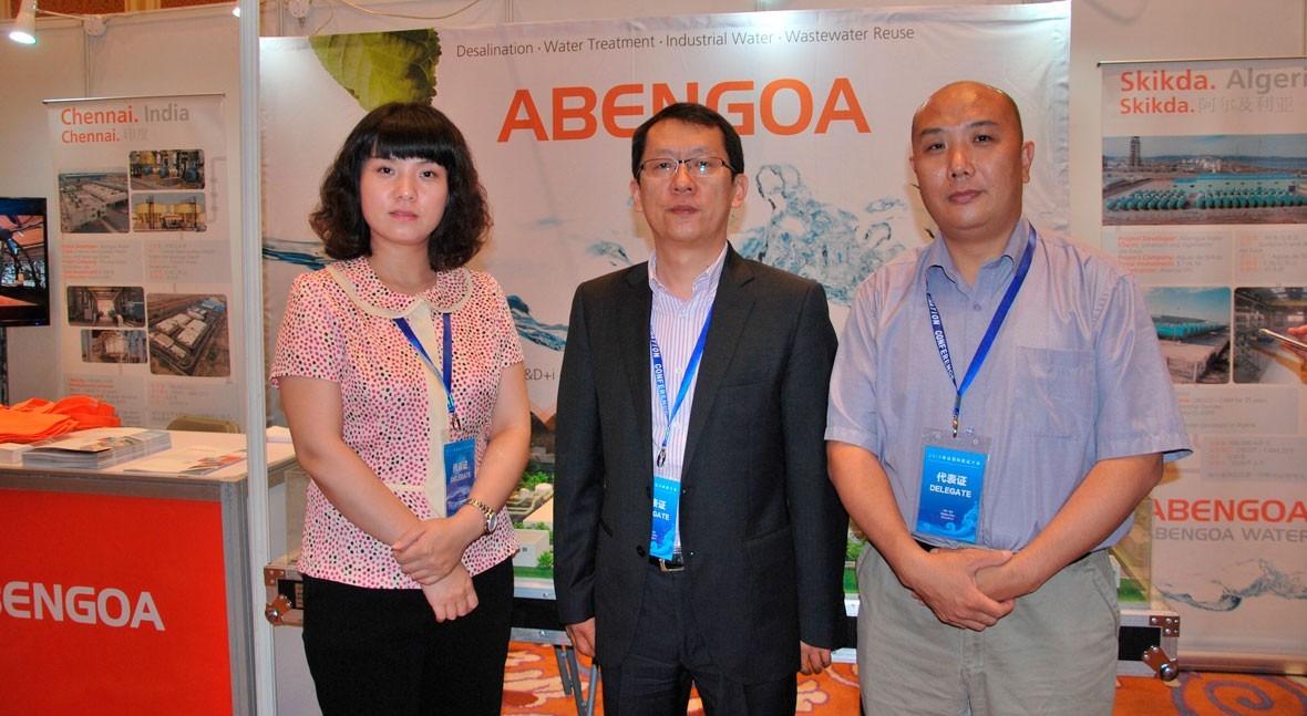 De izquierda a derecha: Li Ying (Abengoa Water China), Wang Jun (Abengoa Water China) y Gao Dengfeng (Director Comercial de Greentech).