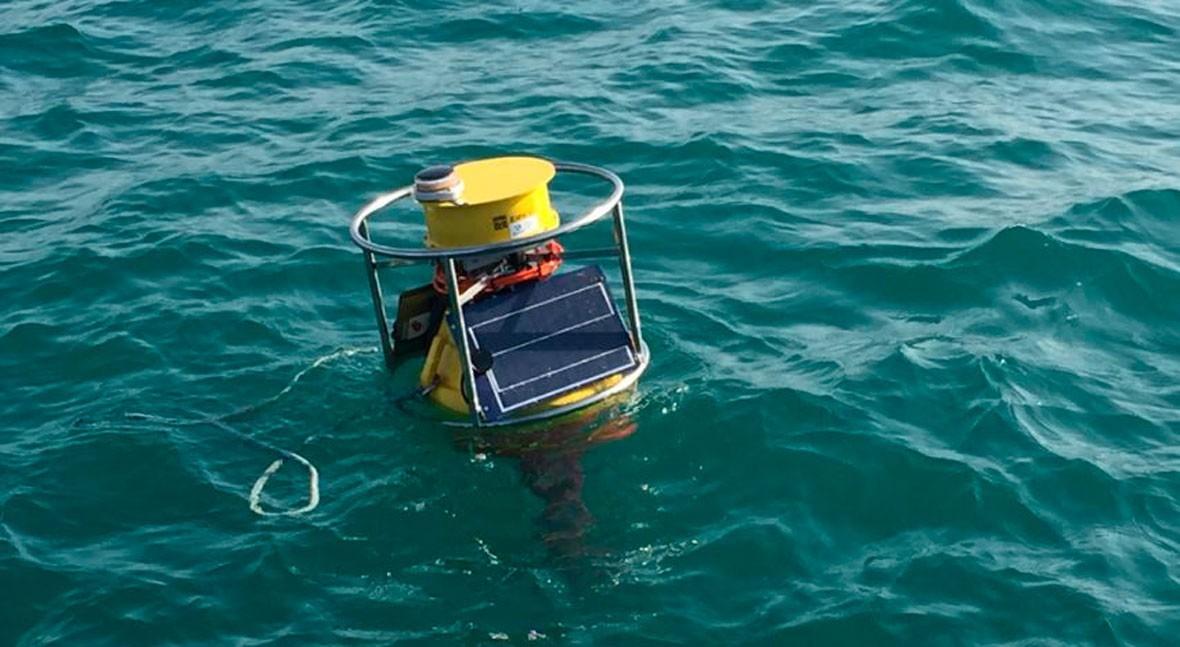 LABAQUA, partícipe instalación boya detectora contaminación aguas baño