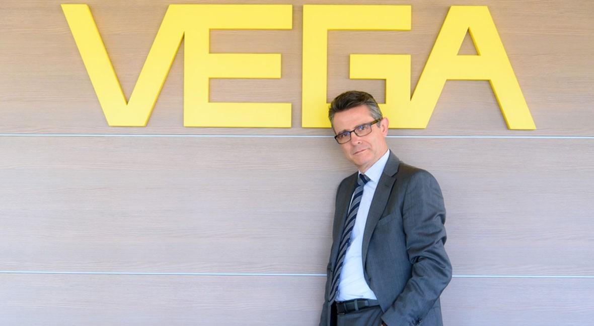 """"""" nuestros clientes, VEGA es sinónimo confianza: sea donde sea, estamos lado"""""""