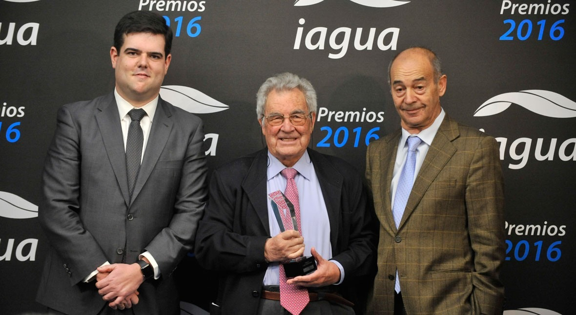 "iAgua otorga ""Premio Trayectoria"" Gamaliel Martínez"