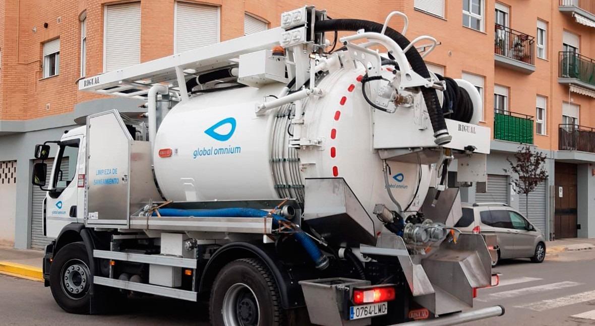 Ayuntamiento Foios y Global Omnium inician limpieza imbornales, pozos y colectores