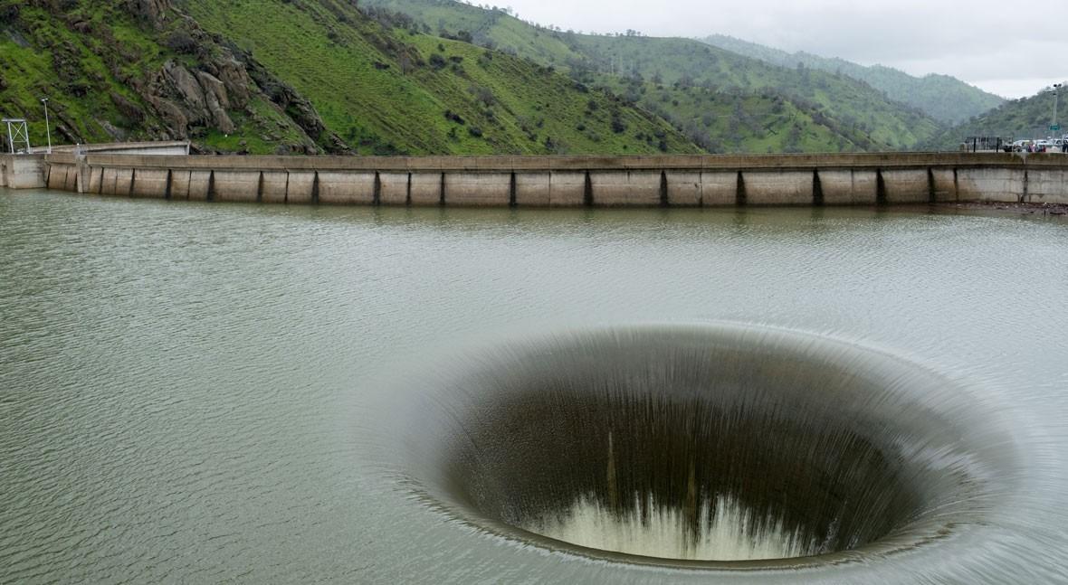 Así es espectacular sumidero 'Glory Hole' presa Monticello, California