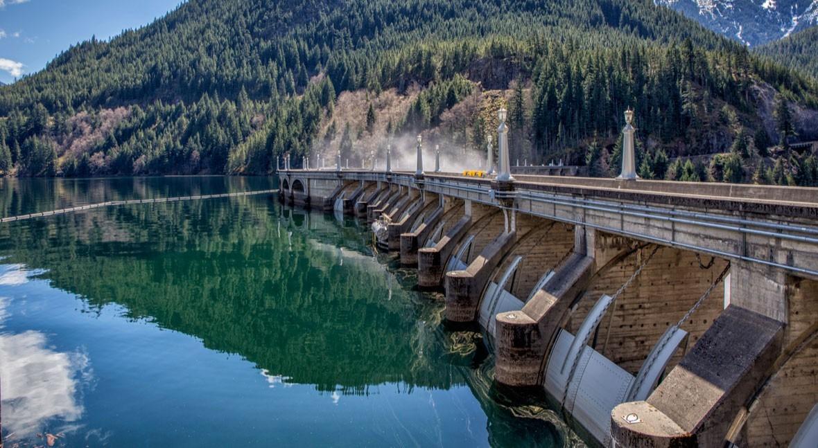 Analizamos oportunidades sector agua Canadá mano empresa española