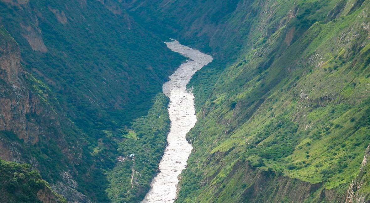 Evaluando agua que depende desarrollo socioeconómico Perú