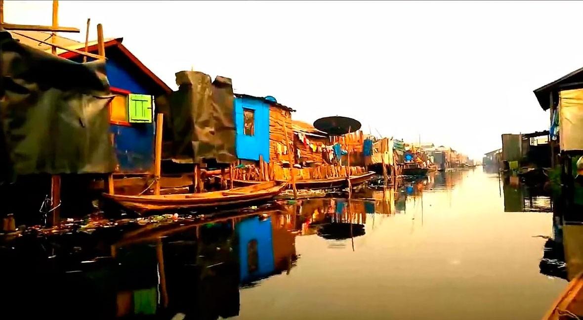 """Black Water"": dibujo negro Makoko"