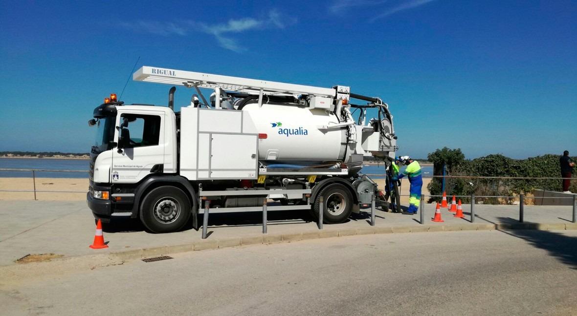nuevo camión se incorpora al Servicio Alcantarillado Sanlúcar