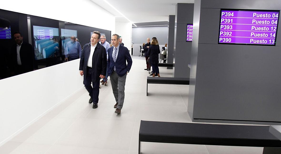 Aguas de valencia visita las nuevas oficinas de atenci n for Oficinas de empleo valencia
