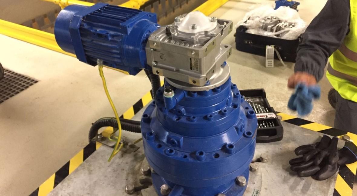 TecnoConverting realiza montaje rascadores y canales Thomson Galicia