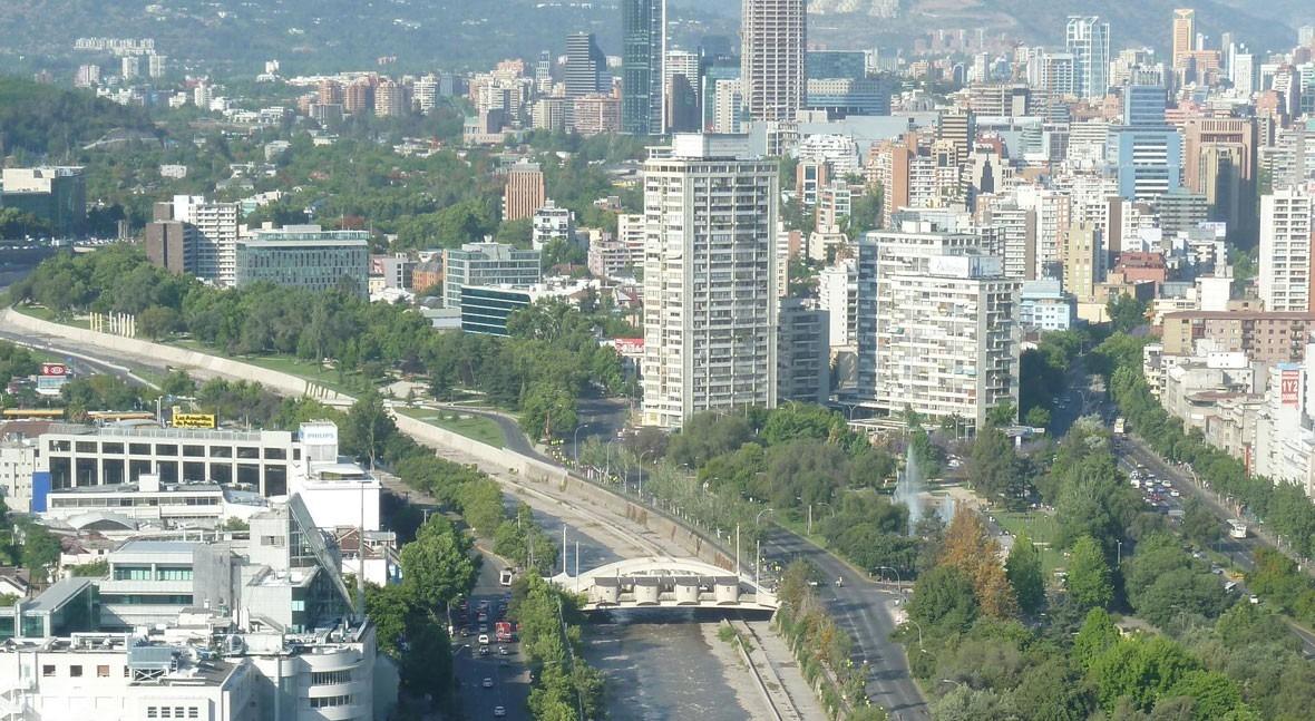 Río Mapocho a su paso por Santiago de Chile (Wikipedia/CC).