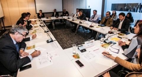 Presidentes y Gerentes Generales empresa dialogan equidad género