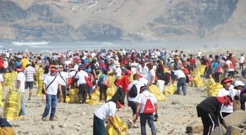 ACCIONA reúne alrededor 900 voluntarios durante jornada limpieza playa Cavero, Perú