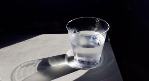 ¿Beber agua caliente previene coronavirus?