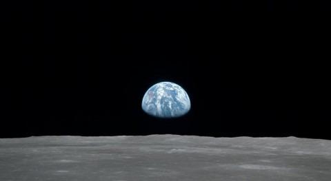 Agua luna: recurso planes exploración espacial