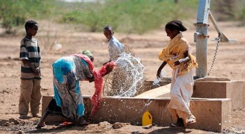 niños Etiopía se quedan escuela tener que buscar agua familias