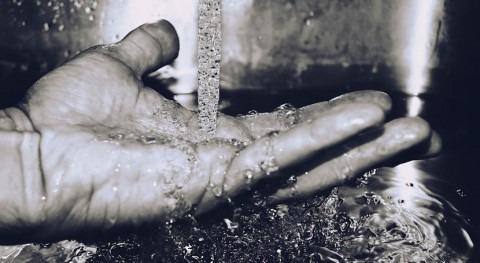 Agua, derecho que aún se ven privados 663 millones personas