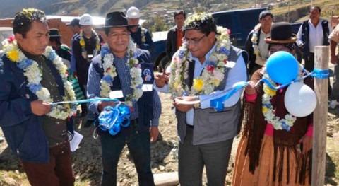 Gobierno boliviano lleva agua Apaña y anuncia instalación redes domiciliarias