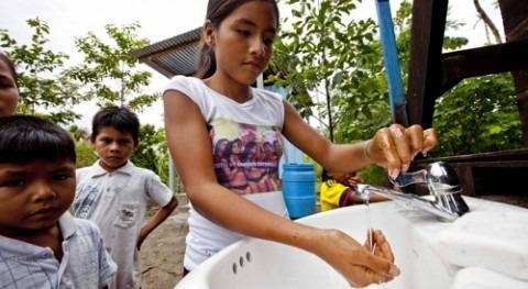 Fundación Aquae trabaja que más millón niños dispongan agua potable y saneamiento