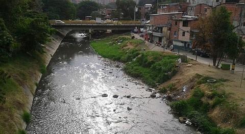 aguas contaminadas, caldo cultivo bacterias tóxicas