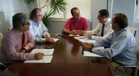 Momento de la reunión en la que están presentes los equipos directivos de ambas empresas.