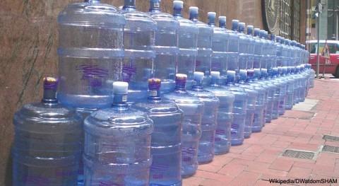 93% agua embotellada contiene micropartículas plástico