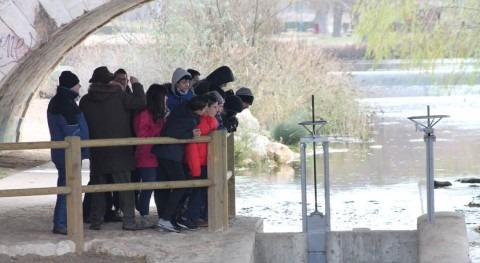 Alumnos autismo Burgos conocen funcionamiento escalas peces río Arlanzón