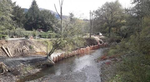 URA restaura tramo ribera río Arratia, junto al puente Biteri Artea