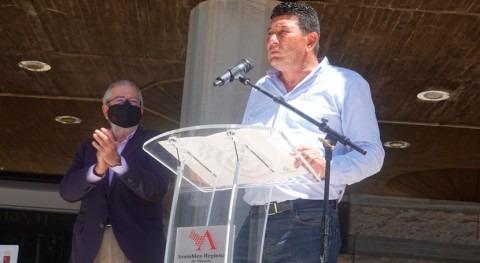 Cientos agricultores reivindican mantenimiento trasvase frente Asamblea Murcia