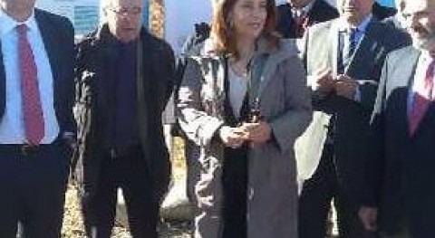 La delegada del Gobierno, el alcalde de Jaén y el presidente de la CHG vistan las obras de la Balsa de Cadimo en 2013.