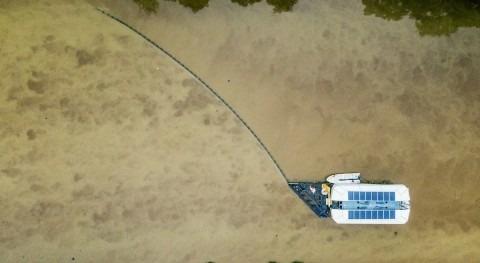 barco que recoge 50.000 kg basura plástica día limpiando ríos