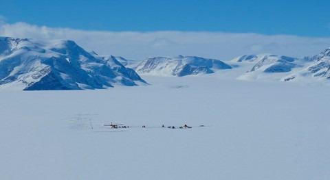 viento cálido derrite hielo Antártida también invierno