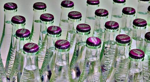 75% españoles prefiere beber agua envasada vidrio