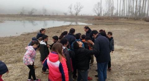 Divulgando mejora meandros río Arga (Navarra): plantación niños Funes