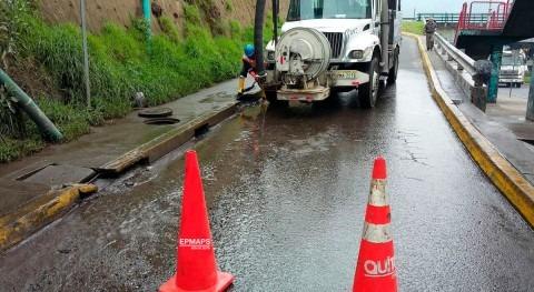 Mantener operativo sistema alcantarillado, labor diaria Agua Quito