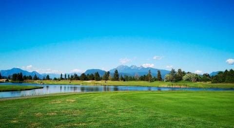 ¿Qué legislación debe cumplir campo golf agua riego?