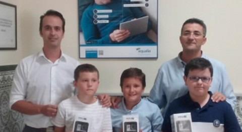 Tres niños premiados Concurso Internacional Dibujo Infantil Aqualia Sanlúcar