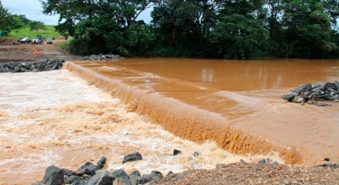 Gobierno Panamá trabaja limpieza cunetas y drenajes pluviales Chitré