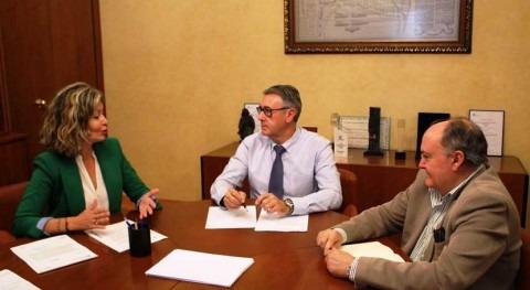 alcaldesa Blanca plantea al presidente CHS necesidades hídricas Ayuntamiento