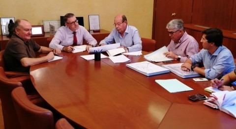 presidente CHS analiza situación Pilar Horadada alcalde