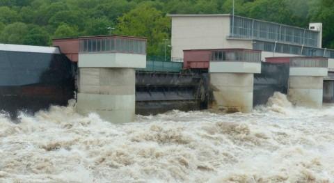 Birmania sufre fuertes inundaciones colapso presa centro país