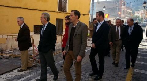 erdá durante su visita a las obras de saneamiento del municipio de Ojós.
