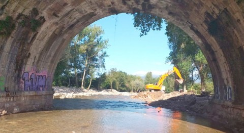 CHC refuerza varias escolleras río Bisueña inmediaciones Bárcena