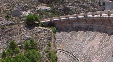 CHE mejorará infraestructuras acceso órganos desagüe presa Cueva Foradada