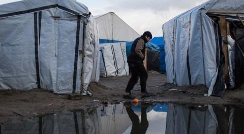 Denegar servicios básicos hídricos migrantes Calais viola derechos humanos