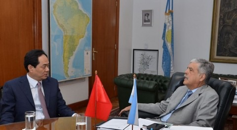 El ministro de Vido recibió al embajador de la República Popular China en Argentina.