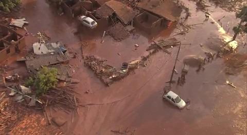 rotura dos diques contención balsa minera provoca tragedia humana Brasil